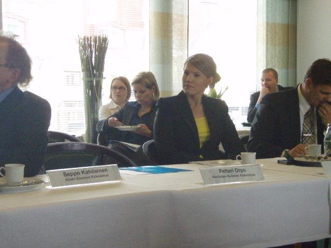 Tuhatkunnan varapuheenjohtaja Sofia Vikman on yksi MEP-ehdokkaistamme. Erinomainen ja osaava nuori tekijä, jolle olen luvannut myös hieman apua antaa. Toivotaan, että saamme tuohon omaan läpimenijöiden ryhmään myös yhden nuoren ja Sofia olisi siinä mainio.