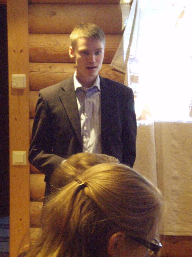 Suomen nuorin valtuustonpuheenjohtaja - EU-ehdokkaamme Heikki Autto Lopella alustamassa Hämeen Kokoomusnuorten seminaarissa. Heikki toimii myös puolueemme järjestöpäällikkönä.