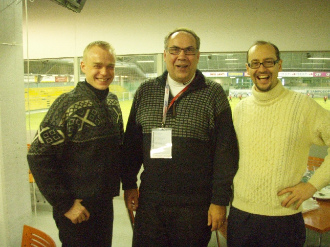 Eduskuntaryhmämme pääsihteerin Tero Kallion ja Ilkka Viljasen kanssa kisakeitolla. Lohikeittoa. Maistui.