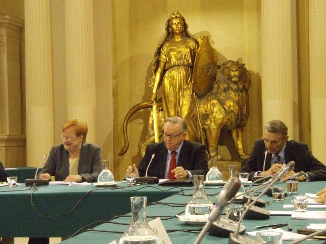 9. Presidenttifoorumi oli historiallinen. Saman pöydän ääressä oli nimittäin tänään niin Tasavallan presidentti Tarja Halonen kuin presidentit Martti Ahtisaari kuin Mauno Koivistokin. Erinomainen seminaari ja upeaa tulevaisuuskeskustelua. Oli kunnia saada olla mukana.
