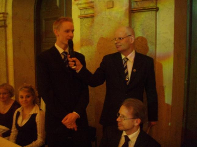 Tänään illalla olin Helsingin Kisa-Veikkojen HKV:n 100-vuotisjuhlassa. Loppilainen Mikko Lahtio oli yksi juhlan sankareista viime kesän Olympialaisurheilijana ja myös maaotteluvoittajana ja Suomenmestarina. Tässä Mikko juhlan haastattelussa.