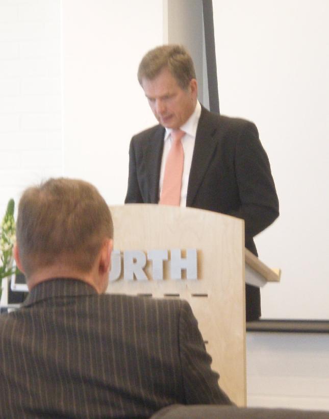 Eduskunnan puhemies oli Würthin kolmannen Talous Forumin puhuja. Niinistö puhui laajasti taloudesta mm. siitä miten tähän on tultu ja miten tästä selvitään ja myös siitä mihin tästä mennään. Erinomainen syvällinen puhe. Asiantuntija.