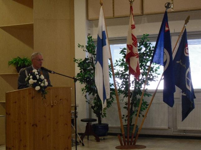 Tänään puhuin Veteraanijuhlassa. Tässä juhlapuhetta pitämässä kenraali Antti Numminen.