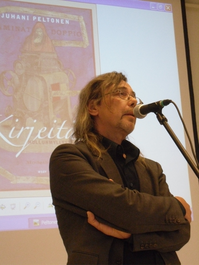 WSOY:n kustantaja Pentti Haanpää esitteli tänään julkaistun Juhani Peltosen kirjeitä sisältävän kirjan.