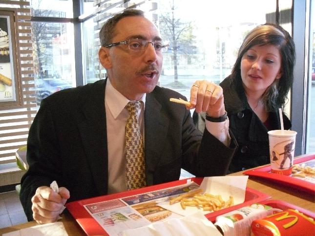 Ja talkooilta päättyi McDonaldsiin. Vinkki ja kuva 77 euroa.