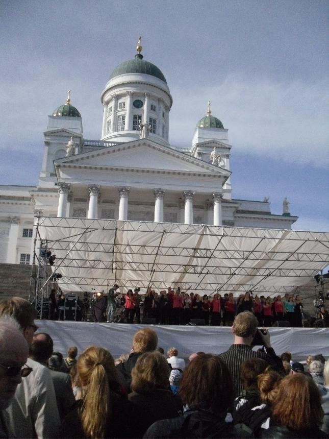 Tänään nautin eduskuntaviikon jälkeen upeasta Sibelius Lukio Kevätkonsertista Senaatintorilla. Fantastinen konsertti.