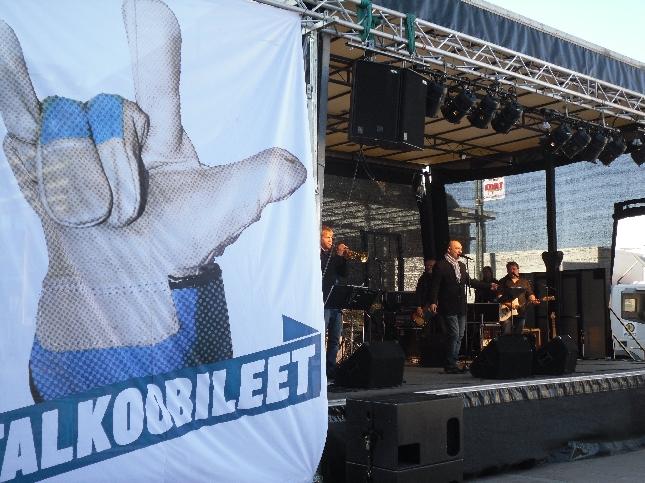 Tässä hieman tunnelmia tämän päivän EU-tapahtumastamme Narinkkatorilta Helsingistä. Aikamoinen tungos oli ja paljon nähtävää ja koettavaa.
