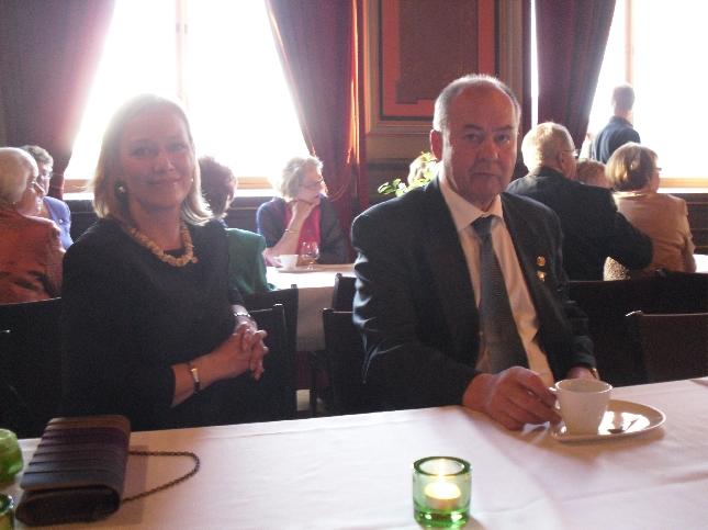 EU-ehdokkaistamme Nina Suomalainen ehti myös mukaan illan juhlaan. Päivä piti tätä ennen sisällä jo tilaisuudet Riihimäellä ja Tampereella. Ahkera. Niin kuin pitääkin olla.