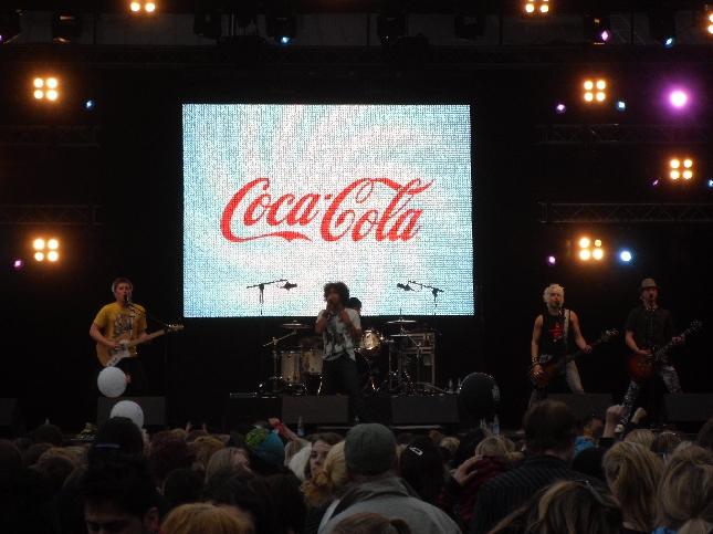 Pete Parkkonen Narinkkatorin stagella.