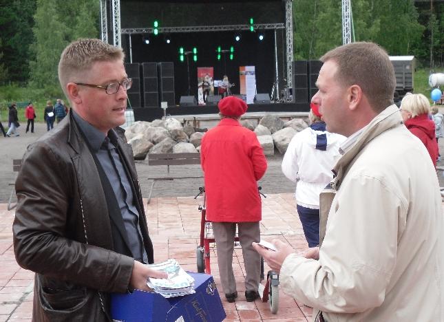 Ukko Metsola ja Jan Vapaavuori Puuhamaassa.