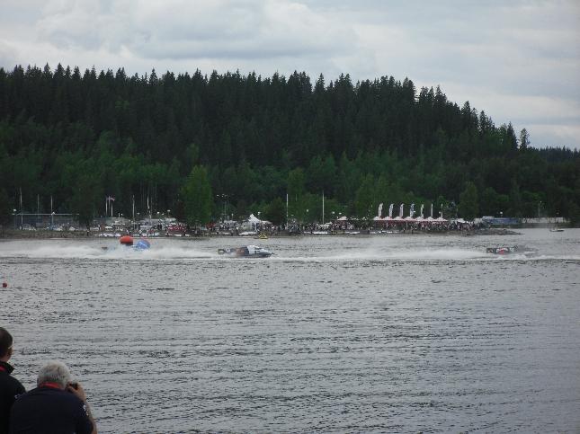 Tänään nautiskelin pitkän viikon jälkeen Lahdessa F1-venekisojen MM-tunnelmasta yhdessä kilpailun järjestäjien ystävien Kalle Keskisen ja Ari Koivulan kanssa.