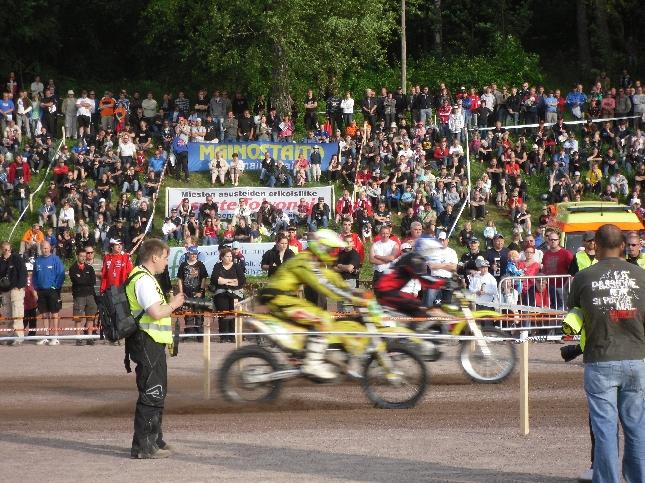 Päivä päättyi tänään Lahden F1-venekisojen jälkeen Enduron MM-viikonlopun prologiin Riihimäen Urheilupuistossa. Väkeä todella paljon paikalla ja loistava tunnelma.