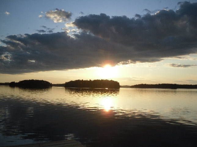 Upea illansuu ja ilta tänään Loppijärvellä. Tällaisissa tunnelmissa. Nautin.