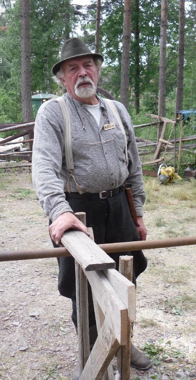 Ja tässä hän on - Lopen Seppä alias Kari Salonen.