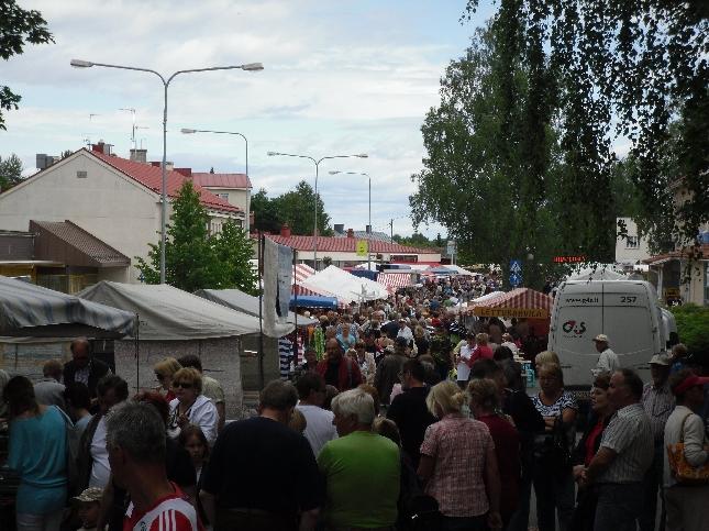 Tällaista tungosta tarjosi sitten Padasjoen Sahtimarkkinat. Valtavasti myyjiä ja todella paljon väkeä. Kiitokset Padasjoen Yrittäjille.
