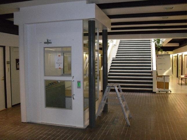 Päivällä kävin katsomassa myös kunnantalomme uuden, pitkän odotuksen jälkeen, nyt rakennettavan hissin. Hissi alkaa olla käyttövalmis ja elokuussa kuulemma koeajojen aika. Tärkeä apu monelle kunnantalollamme asioivalle ja samalla se avaa myös yläkerran tilojen käyttöä myös uusille ryhmille.