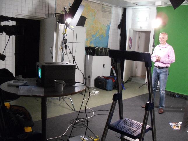 Tänään aamu siis enduro-ohjelmaa tehden Maikkarille Ilmassa. Tällaisesta se kaunis studio sitten tv-ruutuun taiotaan. Ihmeellistä tuo tekniikka.