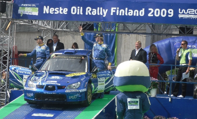 Jari Ketomaan ensimmäinen ralli WRC-kalustolla sujui erinomaisesti. Toivottavasti jatkoa seuraa. Ketomaan kartturina Jyväskylässä oli Juha Salon luottomies Mika Stenberg.