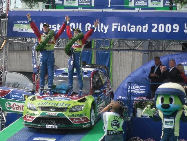 Tällaisissa tunnelmissa Neste Oil Rally 2009 päättyi Jyväskylässä. Onnea Mikolle ja Jarmolle!