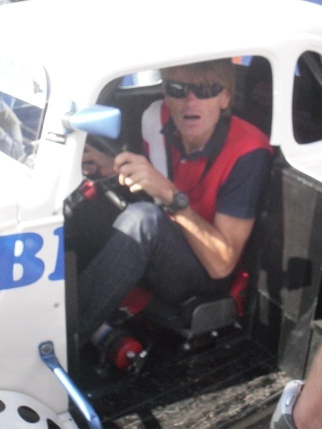 Hieman on miestä auto täynnä. Marcus Grönholm sovittaa itseään Legendsiin ennen Tähtien kilpailun starttia.
