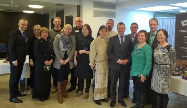 Ja tässä hieno kampanjastartin porukkamme ministeri Petteri Orpon kanssa.