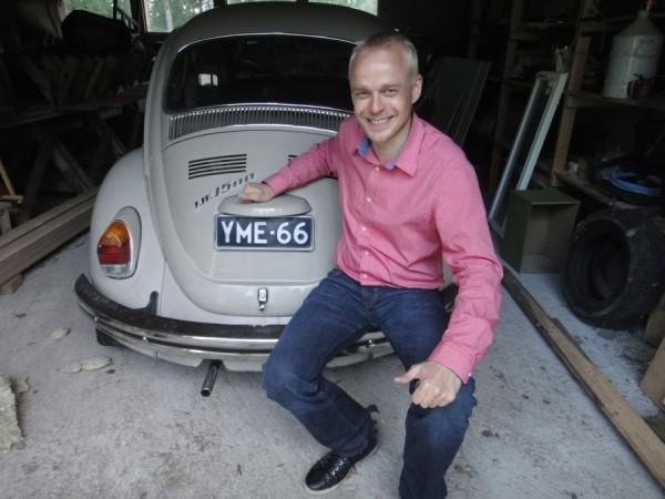 Ja tässä minun kesäautoni - Madame. Volkwagen Kupla 1500 vuosimallia 1972.