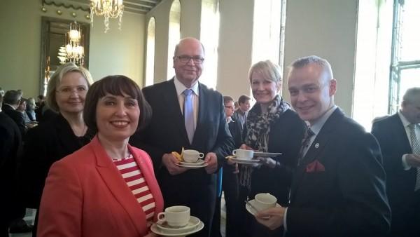 Eduskunnassa tänään puhemies Eero Heinäluoman kahvit talon jäädessä remonttitauolle. Vanha upea eduskuntatalo remontoidaan nyt kun eduskunta päättää tämän kauden.