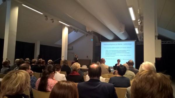 Hämeen Maakuntavaltuusto koolla Jokioisilla. Maakuntajohtaja Timo Reina esitteli tuoreen hallitusohjelman linjauksia.