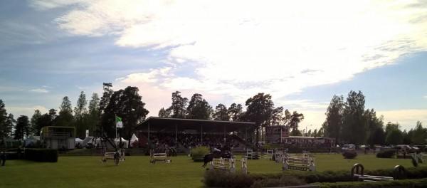 42. Finnderby Ypäjällä. Aurinko paistaa jälleen ja upeita hevosia ja taitavia ratsastajia riittää. Hevosvoimien juhlaa...
