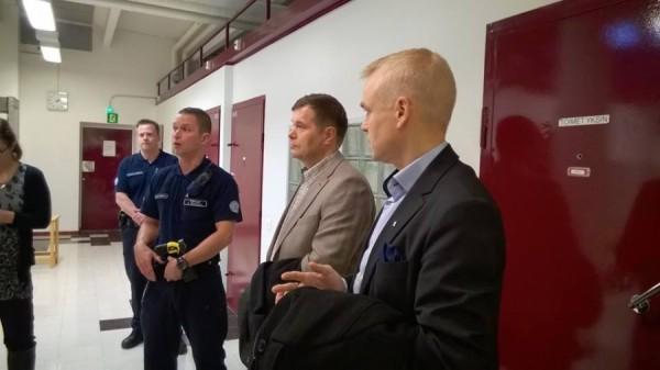 Tässä olen tutustumassa Jokelan Vankilaan yhdessä kollegani Kari Tolvasen kanssa. (Kuvituskuva)