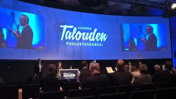 Suomen Talouden Puolustuskurssilla toinen päivä Finlandiatalolla käynnissä. Ben Zyskowicz arvosteli jälleen rajusti pörssiyhtiöiden palkitsemisjärjestelmiä. Peräänkuulutti kohtuutta.