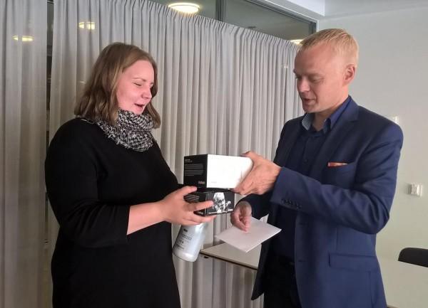 Annilla tänään toistaiseksi viimeinen työpäivä eduskunnassa. Hieno tekijä ja ahkera puurtaja jatkaa nyt opintojaan loppuun Helsingin Yliopistossa. Onnea matkaan! Ja suuri kiitos!