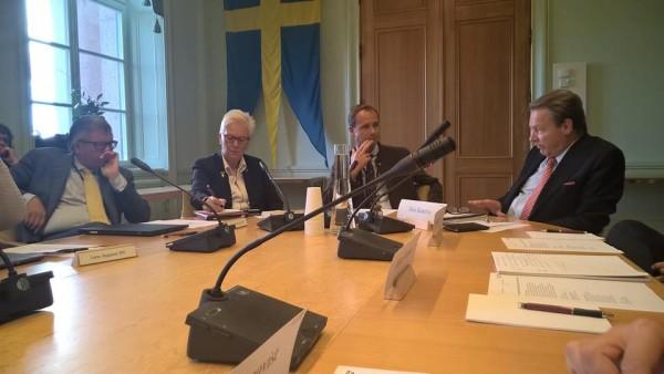 Puolustusvaliokunnan kanssa tapaamassa Tukholmassa Ruotsin puolustusvaliokuntaa.