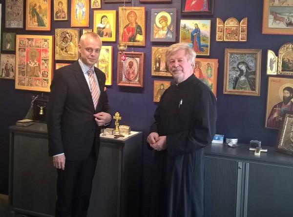 Isä Ambrosiuksen kanssa kulttuurikeskus Sofiassa.