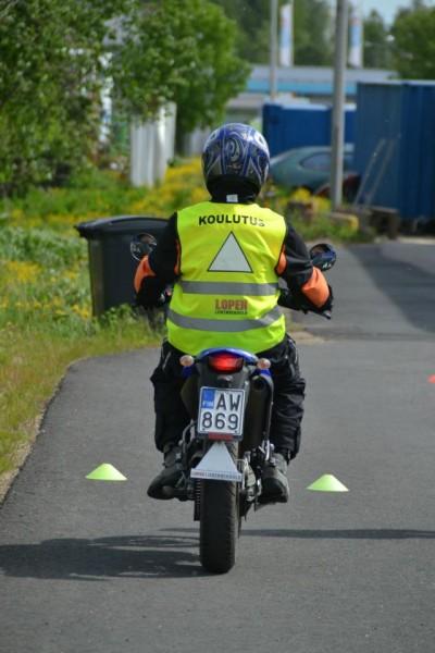 Lopen Liikennekoulu antaa opetusta niin autoilla, mopoilla kuin moottoripyörilläkin. Kuva: Lopen Liikennekoulun Facebook-sivut.