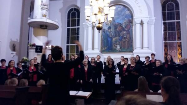 Anneli Julenin johtamalla Naiskuoro Timoteillä ja Lopen Lapsi- ja Nuorisokuorolla jälleen upea joulukonsertti Lopen kirkossa. Kiitos!