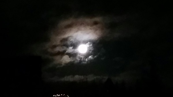 Joulupäivän täysikuu Lopella. Seuraavan kerran 2037. Saas nähdä tai sais nähdä.