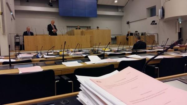 Eduskunnassa keskustelut jatkuvat... tässä työ- ja elinkeinoministeriön asioita.