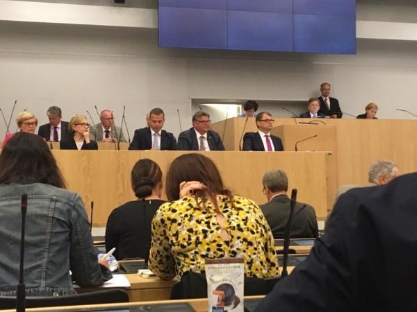 Eduskunta palasi työn touhuun ja tänään poikkeuksellinen istunto Britannian mahdollisen EU-eron vaikutuksista Suomeen ja koko Eurooppaan.