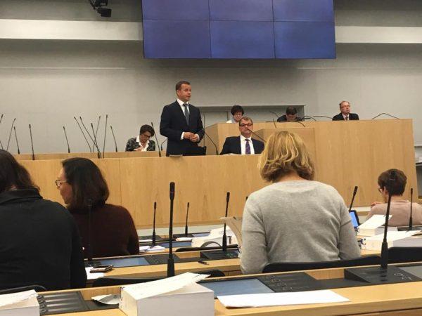Eduskunnassa jatkuu budjetin käsittely. Ministereistä pääministeri Juha Sipilä, valtiovarainministeri Petteri Orpo ja liikenneministeri Anne Berner esittelemässä ensi vuoden talousarvioita.