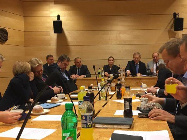 Viron Puolustusvaliokunta oli vieraanamme loppuviikosta ja tänään myös kokouksessamme.
